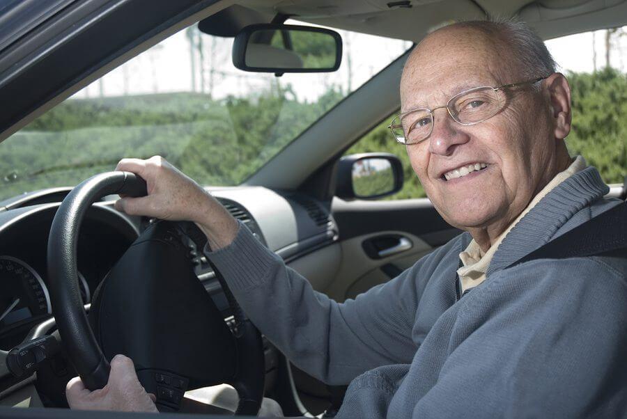 Изображение - Региональные особенности льгот пенсионерам по транспортному налогу bigstock-Out-For-A-Drive-3021856