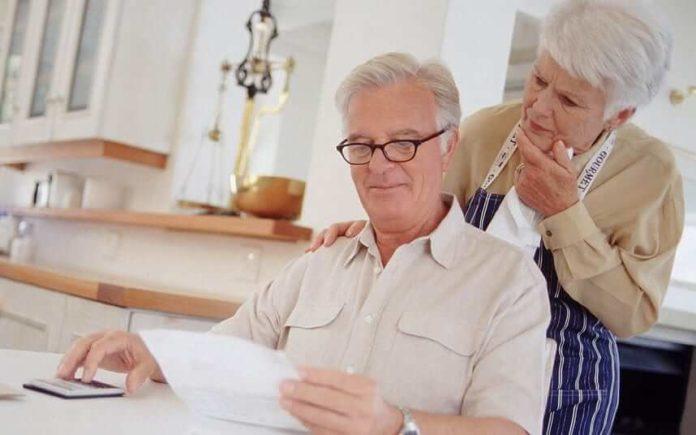 Изображение - Условия предоставления и виды льгот для пенсионеров по оплате коммунальных услуг pensioners_2242043k-696x435