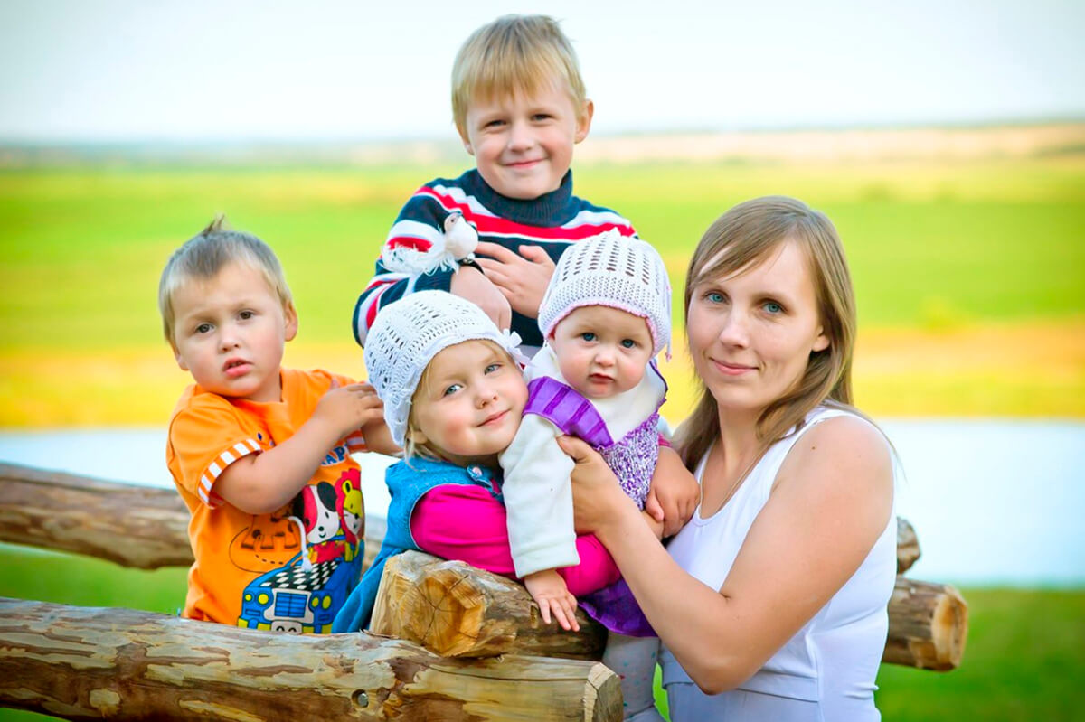 Льготы для малоимущих семей: перечень основных скидок и пособий и правила их получения на территории РФ